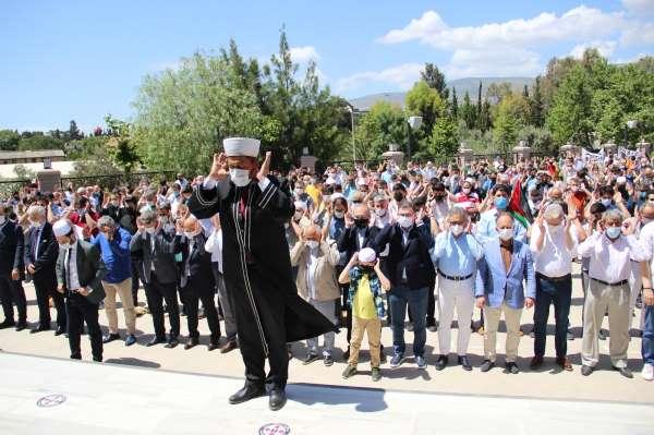 Şehit olan Filistinliler için İzmirde gıyabi cenaze namazı