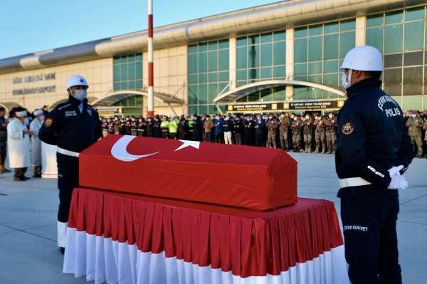 Türkiye-İran sınırında şehit olan polis memleketi Denizliye gönderildi