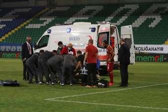 Galatasaray'ın deneyimli kalecisi Fernando Muslera, Çaykur Rizespor maçında saka
