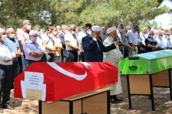 Kazada hayatını kaybeden polis memuru ve ailesi toprağa verildi