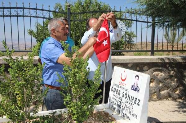 Elazığda 15 Temmuz öncesi şehit mezarlıkları temizlendi