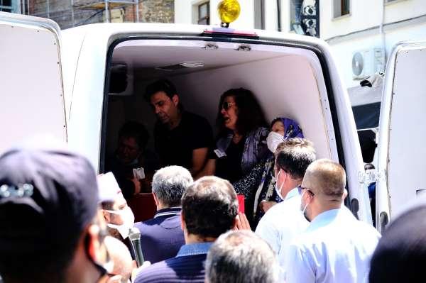 Şehit Emniyet Müdür Yardımcısı Hasan Cevher için polis lojmanı önünde helallik alındı