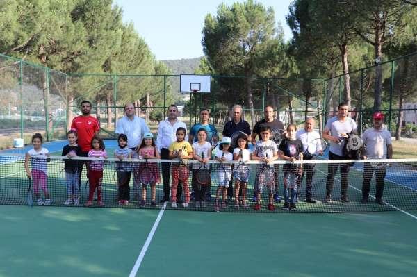 Taşovanın ilk tenis kortu açıldı