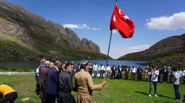 Terörden temizlenen Çarçel Yaylasında 40 yıl sonra Türk bayraklı halay