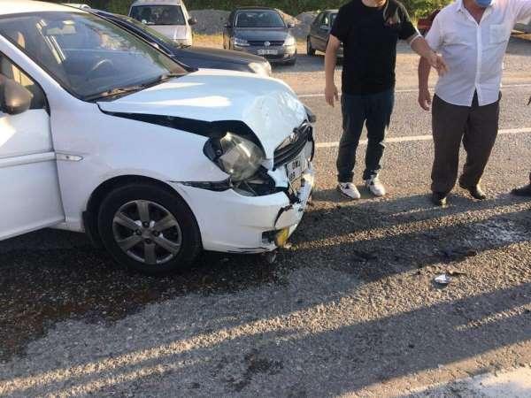 Türkelide iki otomobil çarpıştı: 2 yaralı