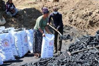 Yozgat'ta mevsimlik işçilerin zorlu 'mangal kömürü' mesaisi