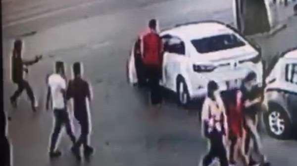 Fatih'te cami çıkışı silahlı saldırı kamerada