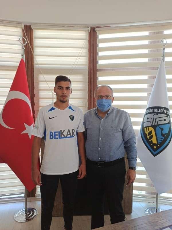 Karacabey Belediyespor'dan 4 imza birden