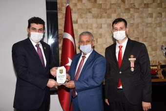 Başkan Zeybek: 'Şehit yakınları ve gazilerimiz milletimizin ve devletimizin göz