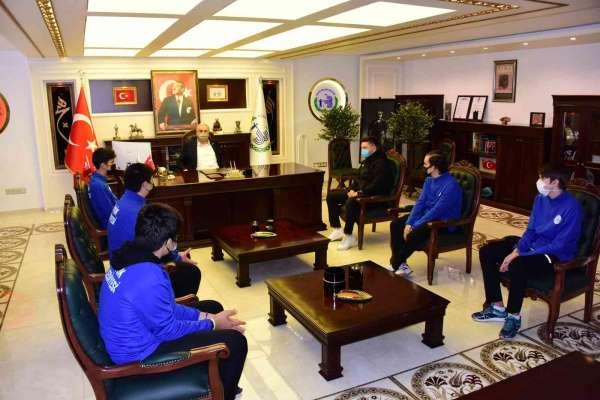 Başkan Bakkalcıoğlu masa tenisi takımına başarılar diledi