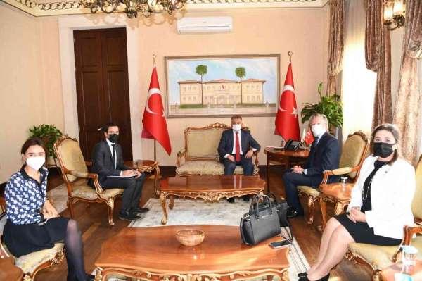 Turizm kenti Antalyaya hafta sonu 77 bin turist giriş yapıyor