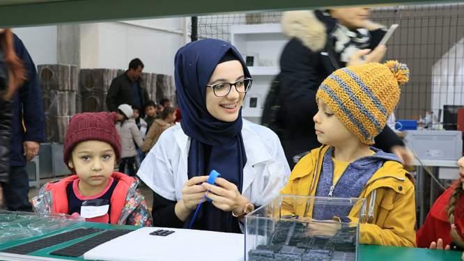 Öğrenciler Üretim Fabrikasında