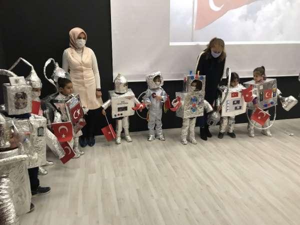 Uzay Haftası Etkinlikleri kapsamında düzenlenen yarışmanın kazananları ödüller