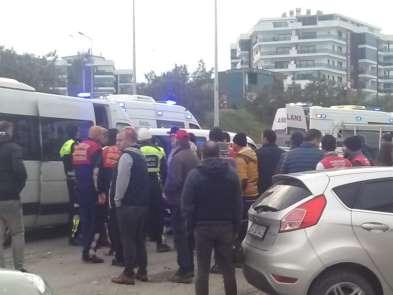 Kuşadası'nda öğrenci servisi kaza yaptı