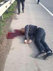 Cezaevine götürülürken araçtan atlayıp kaçan mahkumu polis vurdu