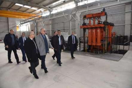 Başkan Ergün kilit parke taş fabrikasını gezdi