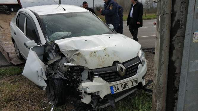 Samsun'da otomobil direğe çaptı: 1 yaralı