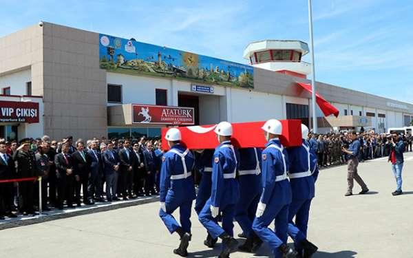 Hakkari şehidinin cenazesi Samsun'da gözyaşlarıyla karşılandı