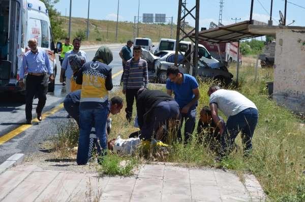 Adilcevaz'da trafik kazası: 2 yaralı