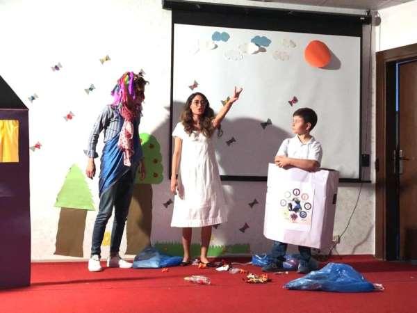 Üniversite öğrencilerinden çevre için tiyatro gösterisi