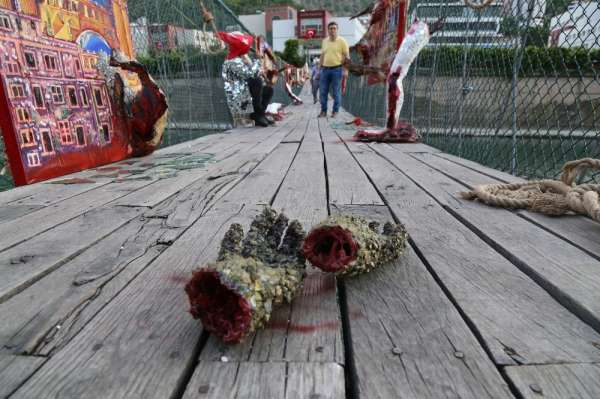 Asma Köprüde 15 Temmuz Şehitleri Temalı Resim Sergisi
