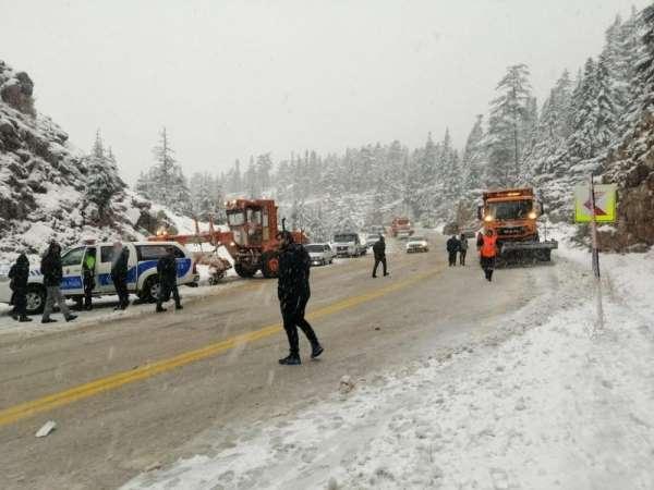 Antalya-Konya karayolunda trafik kazası: 2 ölü, 5 yaralı