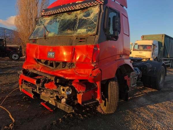 Elazığda zincirleme kaza 5 araç birbirine girdi: 4 yaralı