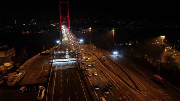 Kısıtlama öncesi 15 Temmuz Şehitler Köprüsünde trafik yoğunluğu havadan görüntülendi