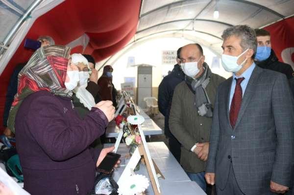 Şehit Kaymakam Safitürkün ailesinden evlat nöbetindeki ailelere destek ziyareti