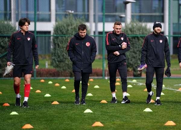 Tolunay Kafkas: 'Genç oyuncular, Türkiye'de gelişeceğine inanmıyor'