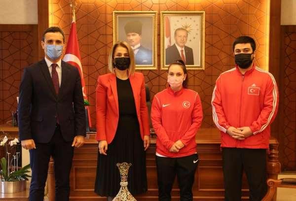 Avrupa Halter Şampiyonasında üçüncü olan Şaziye Erdoğan, Vali Beceli ziyaret etti
