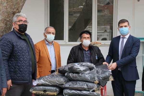 Edremit Belediyesinde kırsal mahallelere spor malzemesi desteği