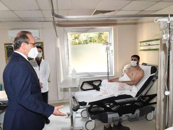 Vali Yavuz, fabrikadaki patlamada yaralanan işçileri ziyaret etti