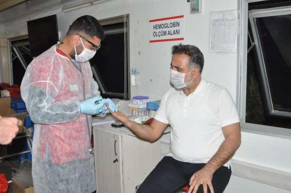 Mardin Artuklu Üniversitesi Rektörü Özcoşar kan bağışında bulundu
