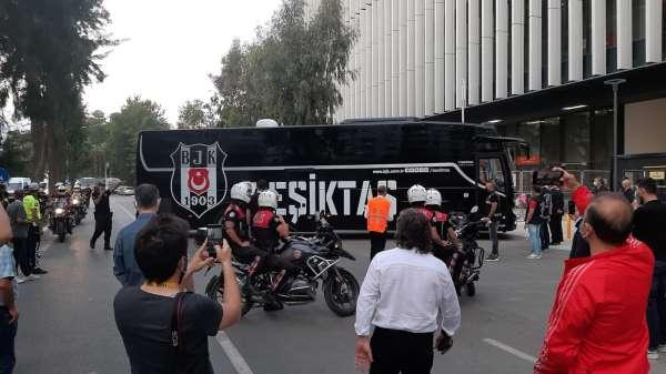 Beşiktaş, Gürsel Aksel Stadyumuna ulaştı