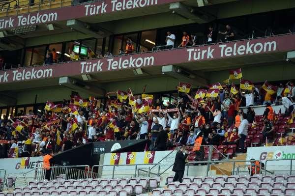 Galatasaray - Yeni Malatyaspor maçını taraftarlar da izledi