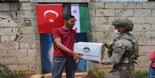 Türk ordusundan İdlibdeki ihtiyaç sahibi ailelere gıda yardım