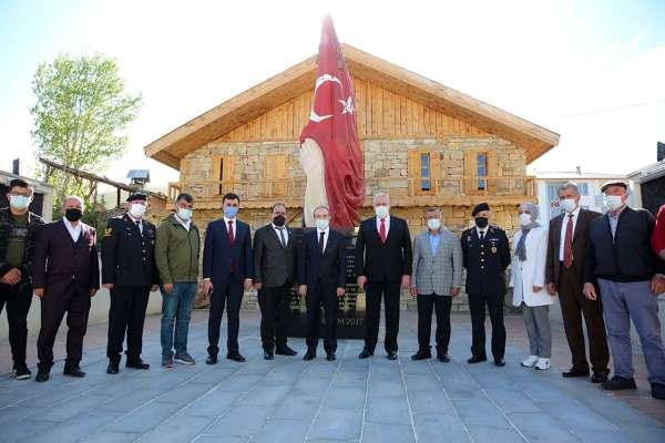 Vali Cüneyt Epcim şehit ailelerini ziyaret etti