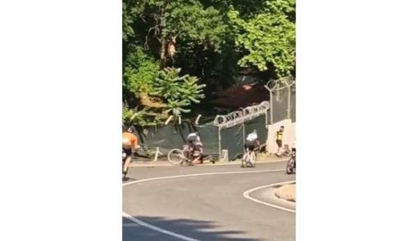 Beykozda düzenlenen bisiklet yarışında talihsiz kaza kamerada