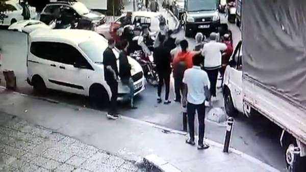 Şişlide yabancı uyruklu şahsın bıçaklandığı kavga kamerada