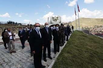 Bayburt ve Erzincan'da şehitler dualarla yad edildi