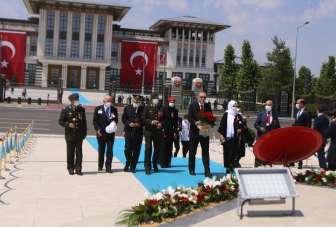 Cumhurbaşkanı Erdoğan şehit yakınları ve gazilerle birlikte 15 Temmuz Şehitler A