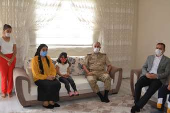 Vali Akbıyık'tan şehit Er ailesine ziyaret