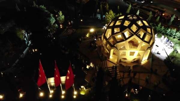 15 Temmuz Şehitler Anıtına yoğun ilgi gece saatlerinde havadan görüntülendi