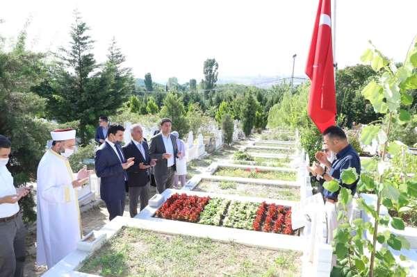 Başkan Dursun, 15 Temmuz şehitlerinin kabirlerini ziyaret ederek dua etti