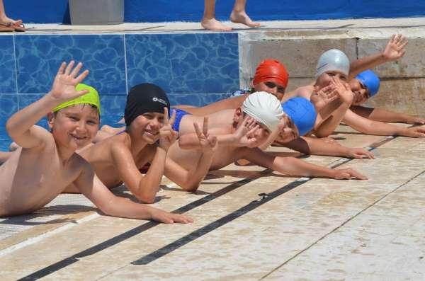 Bozüyükte 600 çocuk yüzme kursuna başladı