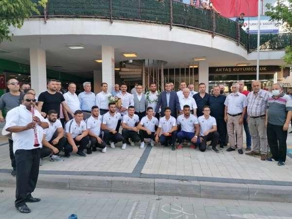 Çan Belediyesi pehlivanlarını davul zurna ile karşıladı