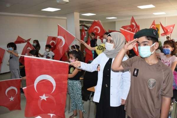 Diyarbakırlı öğrenciler, 15 Temmuz şehitlerini andı