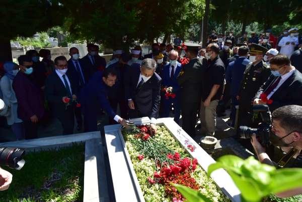 Edirnekapı Şehitliğinde 15 Temmuz şehitleri için anma töreni düzenlendi