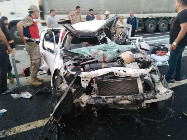 Kaza yapan otomobilde baba ve kızı yaralandı